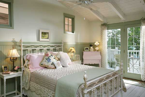 Shabby_chic_log_home_bedroom